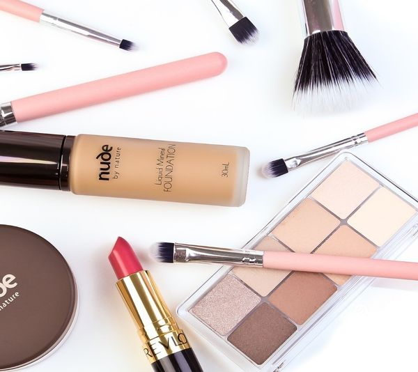 The Basic Makeup Kit That Every Woman MUST Have in Her Bag